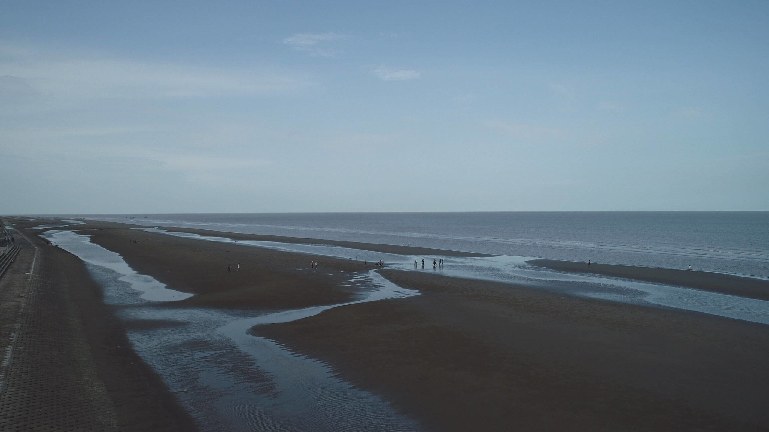 Giám sát xói lở bờ biển bằng máy bay không người lái UAV